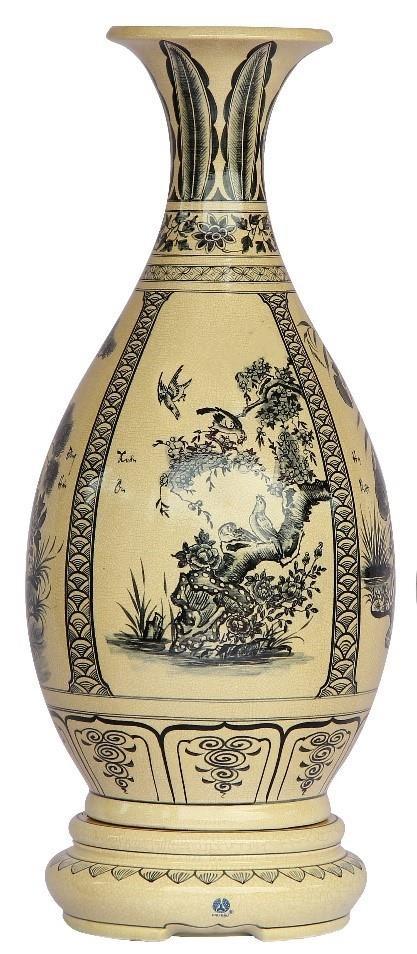 Bình Tỳ bà: Bình tỳ bà có dáng giống cây đàn tỳ bà, tượng trưng cho đất. Phần thân bình được vẽ cảnh bốn mùa: Xuân – Hạ - Thu – Đông, mang ý nghĩa bốn mùa bình an.