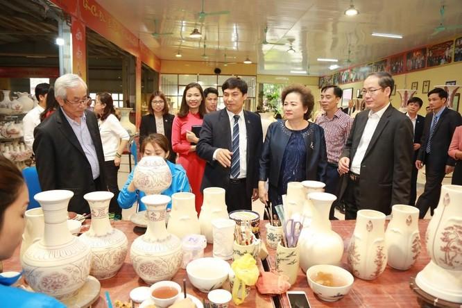 Madame Chủ tịch Tập đoàn BRG, kiêm Chủ tịch HĐQT Hapro Nguyễn Thị Nga định hướng đầu tư phát triển để đưa Gốm Chu Đậu trở thành một biểu tượng Quốc gia