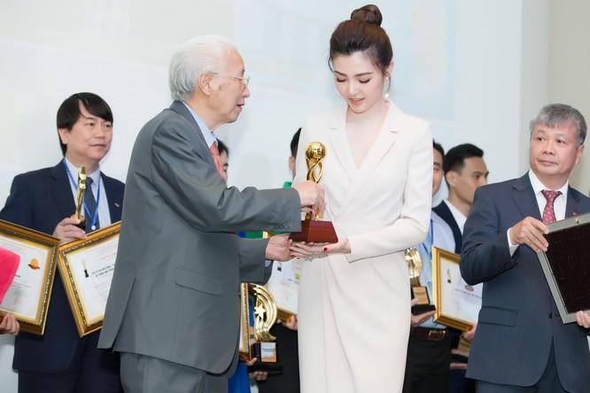 """Sunshine Group vinh dự lọt """"Top 10 Doanh nghiệp tiêu biểu Châu Á"""" và """"Top 10 thương hiệu được tin dùng nhất Châu Á"""" dành cho Sunshine Homes"""