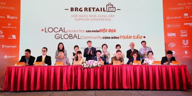 Đại diện các nhà cung cấp tiêu biểu tham gia ký kết với BRG Retail tại Hội nghị