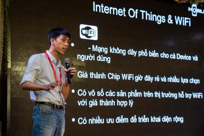 Ông Phạm Minh Tuấn – Giám đốc chi nhánh Sunshine Tech, Tp.Hồ Chí Minh trình bày về IoT, Smarthome và mạng Mesh Wifi tại sự kiện lớn thu hút hơn 9.000 người tham dự.