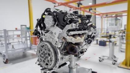 Động cơ - trái tim của hai mẫu xe cao cấp của VinFast được sản xuất ngay tại Nhà máy, tại xưởng sản xuất động cơ ô tô đầu tiên tại Việt Nam. Tận mắt chứng kiến quy trình sản xuất động cơ được chuyển giao từ BMW với những linh kiện chất lượng cao, sử dụng công nghệ cơ khí chính xác mới nhất để gia công các đầu động cơ, thân động cơ và trục khuỷu, khách hàng hoàn toàn tin tưởng động cơ xe VinFast có hiệu suất tốt, tiết kiệm nhiên liệu, giảm tối đa khí thải ô nhiễm và an toàn.