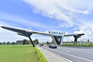 Khoảnh khắc lịch sử này cũng là dấu mốc quan trọng của hãng xe VinFast khi chính thức tham gia thị trường ô tô cao cấp.