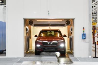 Tiếp theo, khách được ngồi lên xe của mình để trực tiếp tham gia quá trình kiểm tra trực tiếp tại phòng test động DVT