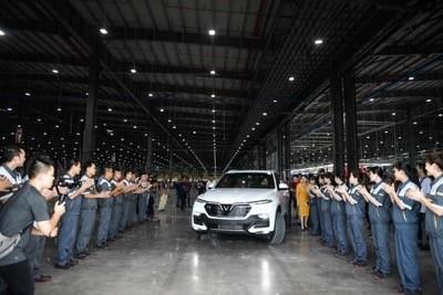 Sau các bước kiểm tra cuối cùng, khách hàng đích thân điều khiển xe rời khỏi băng chuyền nhà xưởng, và tiến ra đường chạy thử để trải nghiệm tốc độ.