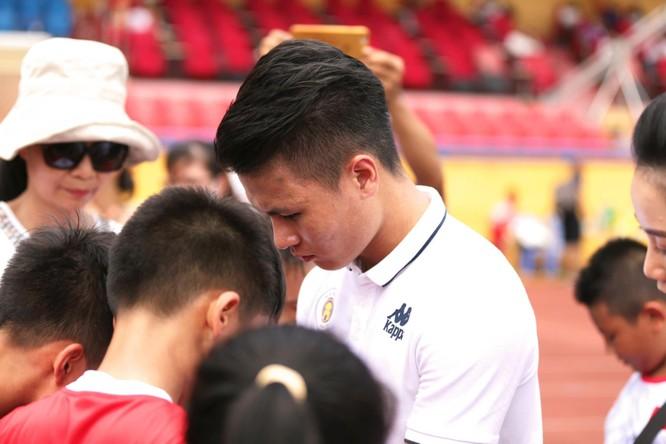 Quang Hải sẽ truyền cảm hứng đến các em học sinh.