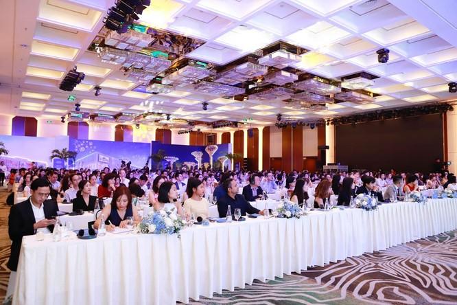 Hơn 500 đại diện các doanh nghiệp bán lẻ trong nước, quốc tế và các chuyên gia đã tới tham dự Hội thảo do Công ty Vincom Retail tổ chức