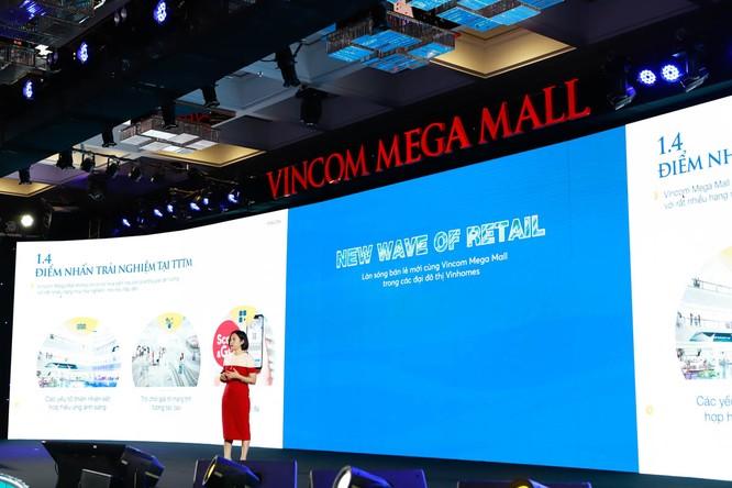 Bà Trần Thu Hiền – Phó Tổng giám đốc Kinh doanh và Marketing công ty Vincom Retail giới thiệu về các yếu tố thành công của 3 Đại Trung Tâm Thương Mại mới
