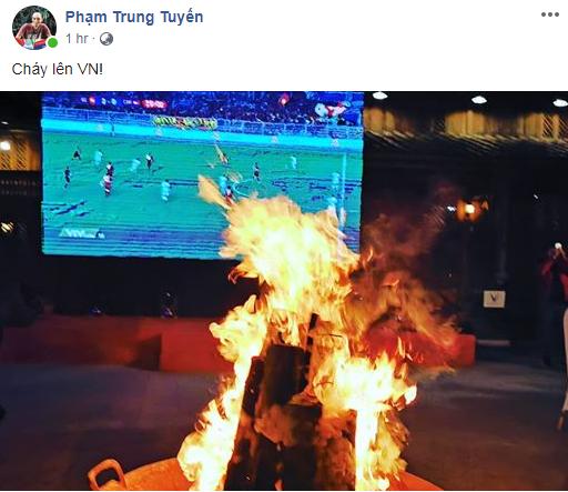 """""""Cháy lên Việt Nam!"""" vốn là lời cổ vũ tinh thần quen thuộc của người hâm mộ cả nước. Nhưng tại Hà Giang, các VinFaster đã biến nó thành một nguồn """"sức mạnh vật chất"""" để cùng cháy hết mình, truyền lửa cho các chàng trai áo đỏ trong hành trình hiện thực hóa giấc mơ vàng SEA Games trên đất Philippines."""
