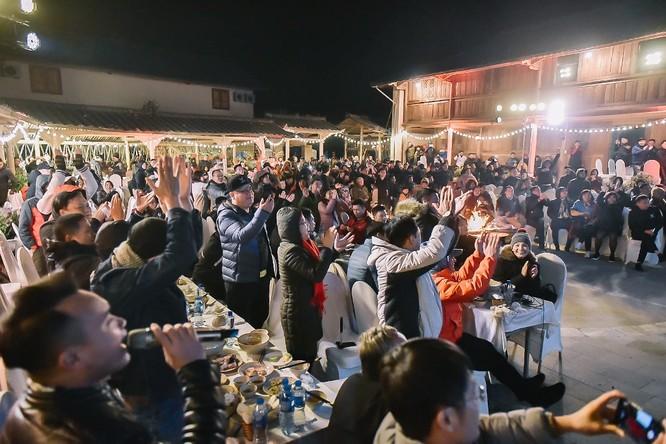 Không chỉ tình yêu với môn thể thao vua mà khát vọng đưa đẳng cấp và trí tuệ Việt Nam vươn tầm thế giới cũng là một chất keo gắn kết người dân Việt Nam thành một khối vững chắc. Sự đồng lòng đó sẽ góp phần lan tỏa và đưa sức mạnh Việt Nam lan xa - mãnh liệt như tinh thần VinFast.