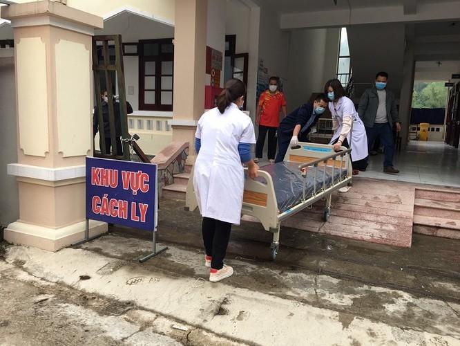 Đại diện SCB trao giường bệnh tại Cao Bằng