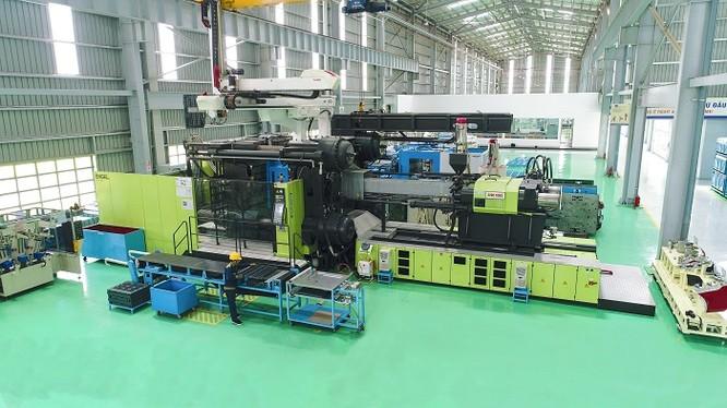 Máy ép phun 3200 tấn trong nhà máy
