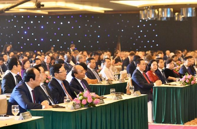 Thủ tướng Nguyễn Xuân Phúc, Phó Thủ tướng, Bộ trưởng Bộ Ngoại giao Phạm Bình Minh và các đại biểu tham dự Hội nghị.