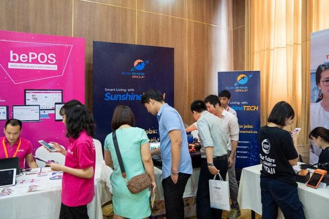 Gian hàng của Sunshine Tech thu hút rất nhiều sự quan tâm của khách tham dự