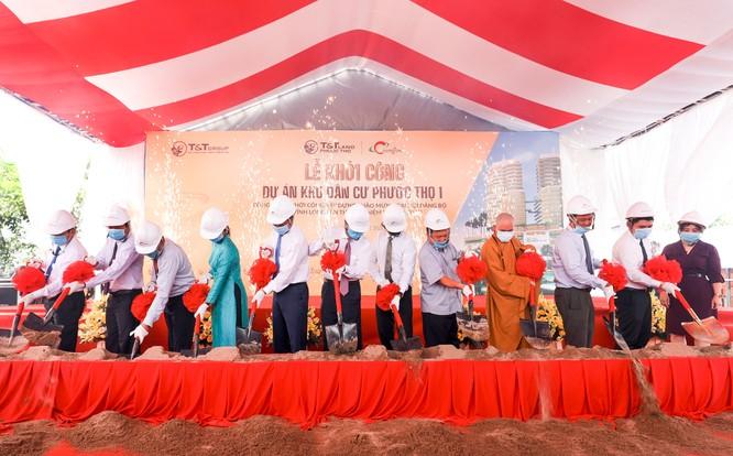 Đại diện Chủ đầu tư và các đại biểu thực hiện nghi lễ khởi công dự án Khu dân cư Phước Thọ 1