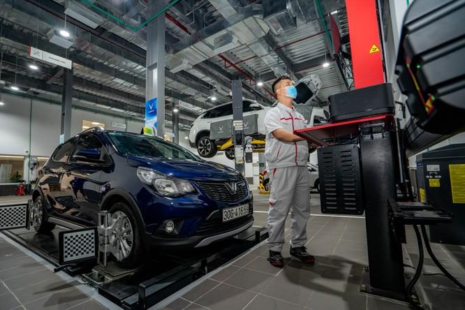 """Với chức năng của một showroom """"tất cả trong một"""", VinFast Phạm Văn Đồng dành ra tới gần 2.000 m2 diện tích cho xưởng dịch vụ, nhằm phục vụ nhu cầu sửa chữa, bảo dưỡng, bảo hành xe cho khách hàng."""
