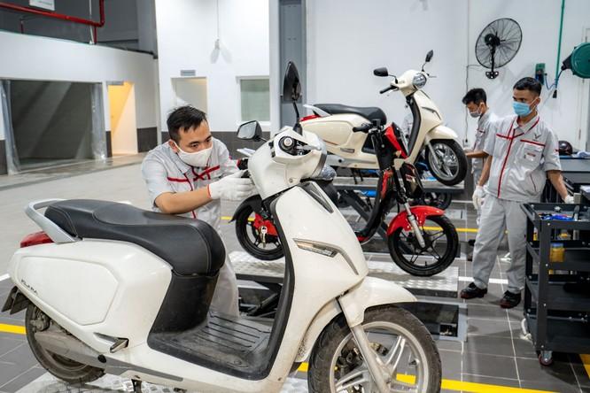 Không chỉ ô tô, xưởng dịch vụ của VinFast Phạm Văn Đồng cũng có khu vực bảo dưỡng, sửa chữa riêng cho các dòng xe máy điện của VinFast. Các nhu cầu khác về xe máy điện VinFast cũng đều được đáp ứng tại đây.