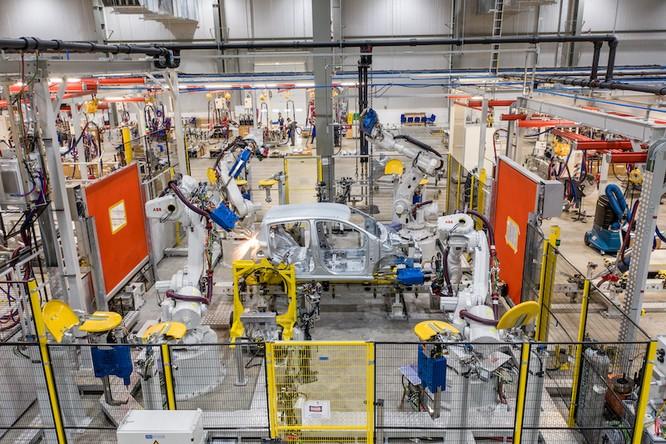 VinFast sở hữu dây chuyền sản xuất ô tô hiện đại hàng đầu khu vực với tỷ lệ tự động hóa trên 90%