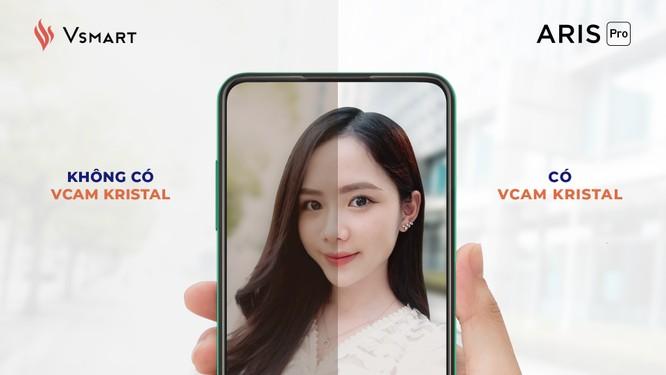 Công nghệ xử lý ảnh Vcam Kristal sẽ loại bỏ các hiện tượng ảnh mờ, thiếu, nhiễu và lóe sáng, màu sắc thiếu trung thực...giúp tạo ra những bức ảnh selfie sắc nét