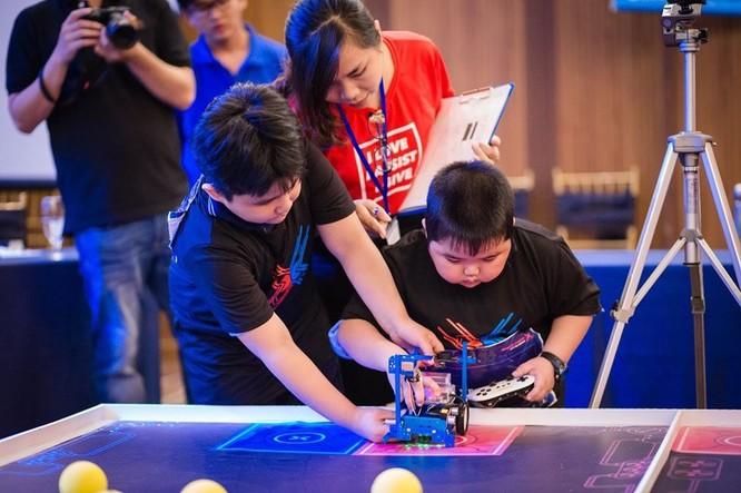 Hình ảnh học sinh của KDI Education tham gia MakeX Robotics Competition