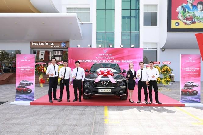 Vinfast đồng loạt khai trương 21 showroom ô tô và xe máy điện ảnh 3