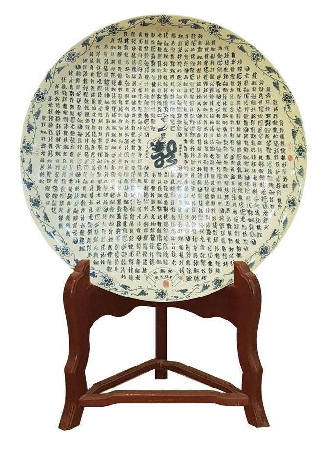 Đĩa gốm 1000 chữ long viết bằng thư pháp của gốm Chu Đậu được vinh danh kỷ lục Guiness thế giới ảnh 1