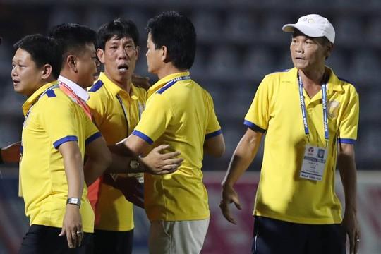 Trước vòng 11 V-League 2019: 2 HLV giương cờ trắng ảnh 2