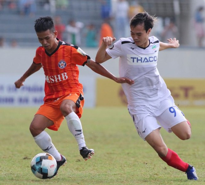 Văn Toàn (HAGL) sẽ đối đầu với Quang Hải, Hùng Dũng (Hà Nội) trước khi lên tập trung đội tuyển