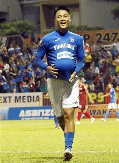 Mạc Hồng Quân chính là cầu thủ được HLV Phan Thanh Hùng tiến cử cho HLV Park Hang- Seo (ảnh CLB Than Quảng Ninh)