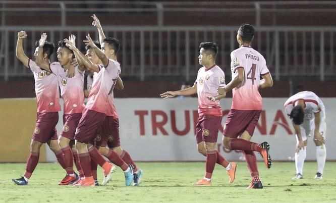 Lối đá của Sài Gòn mùa giải này là những trải nghiệm của chính cuộc đời cầu thủ mà ông thầy của họ từng trải qua (ảnh CLB SG)
