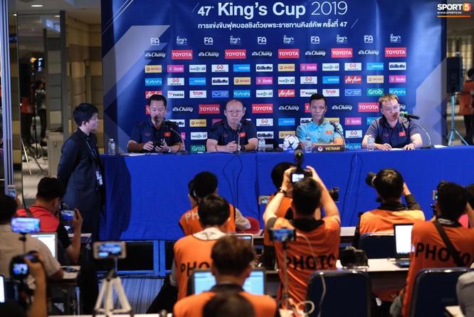 King's Cup 2019: Nóng bỏng trên các mặt báo Thái Lan ảnh 3