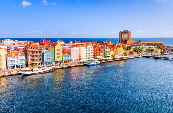 Mặc dù chỉ là đội bóng của quốc đảo có diện tích 454 km2, dân số 160 ngàn người (chưa bằng 1/500 Việt Nam) nhưng rõ ràng Curacao không phải là đội bóng dễ bắt nạt (ảnh Vietnamfinance)