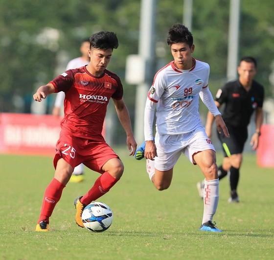 Tiền đạo Martin Lo đang là trụ cột của đội hạng Nhất là Phố Hiến (ảnh SGGP)