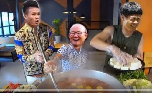 Ông Park và các học trò đã làm cho món lẩu Thái có cả vị cay, lẫn đẳng (ảnh họa sĩ T.Thắng)
