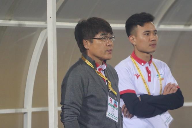 với HLV Lee Heung-sil (Hàn Quốc) đã từng vô địch AFC Champions League (2006) cũng không trụ lại được Viettel (ảnh CLB)