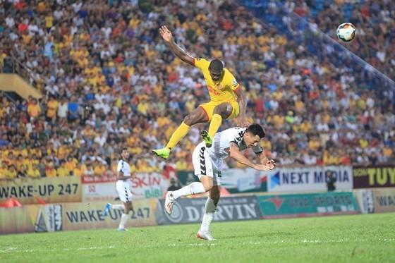 Nam Định đã giành thắng lợi 2-1 trước SHB.Đà Nẵng đúng vào những phút cuối cùng (ảnh VPF)
