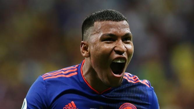 Martínez tái hiện lại cú solo của cầu thủ dự bị Everton (Brazil) đã làm được trong trận khai mạc Copa America 2019 (ảnh AP)
