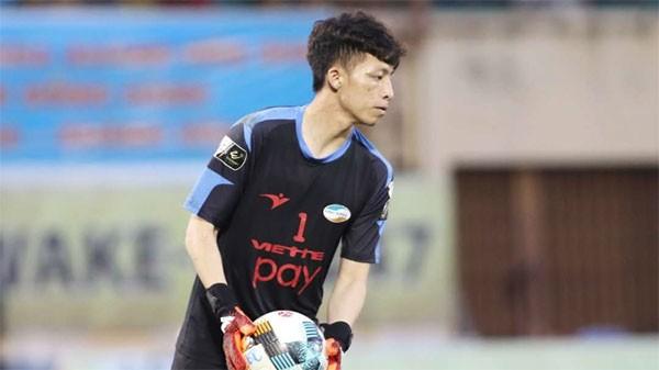 Xuân Sơn đã có hai pha cản phá thành công, góp phần vào chiến thắng 1-0 cho Viettel trước chủ nhà S.Khánh Hòa (ảnh Goal)