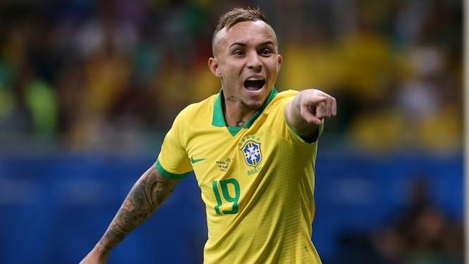 %. Các cầu thủ xứ Samba đã tung được 19 cú sút, có 9 quả phạt góc nhưng cái cần nhất là bàn thắng lại không có. (ảnh AP)