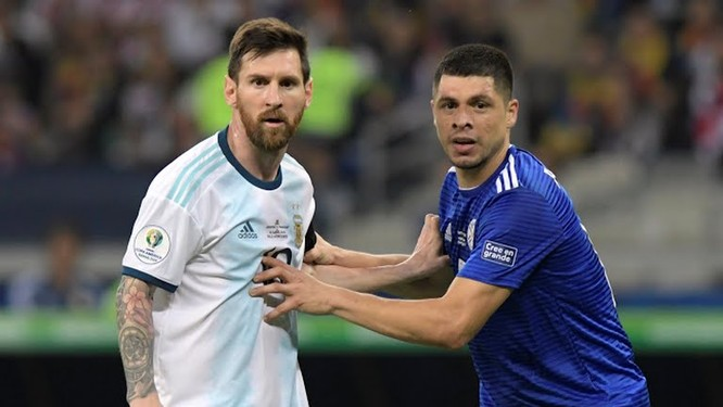 ĐT Argentina=Messi + 10 robot (Ảnh AP)