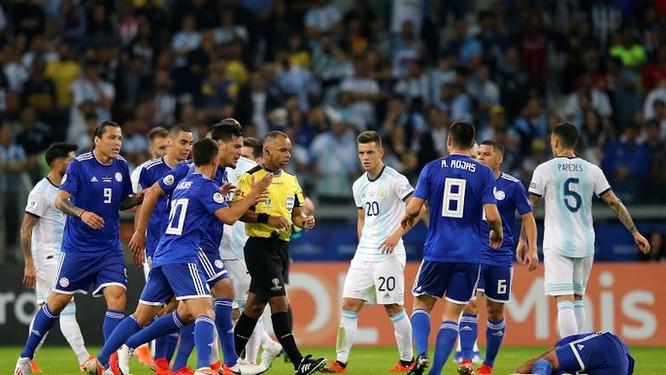 Trận này, Argentina dở đều trên mọi vị trí, không kiếm được quả phạt 11m gỡ hòa nhờ VAR thì họ đã trắng tay (ảnh AP)