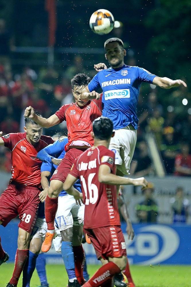 Đến nay, tiền vệ Lâm Quý ra sân 9 trận, đá 869 phút, 0 bàn thắng, 3 thẻ vàng (ảnh VPF)