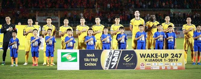 Không nhiều fan SLNA nghĩ đến việc đội bóng xứ Nghệ sẽ đứng vị trí thứ 4 khi khép lại lượt đi V.League 2019 (ảnh VPF)