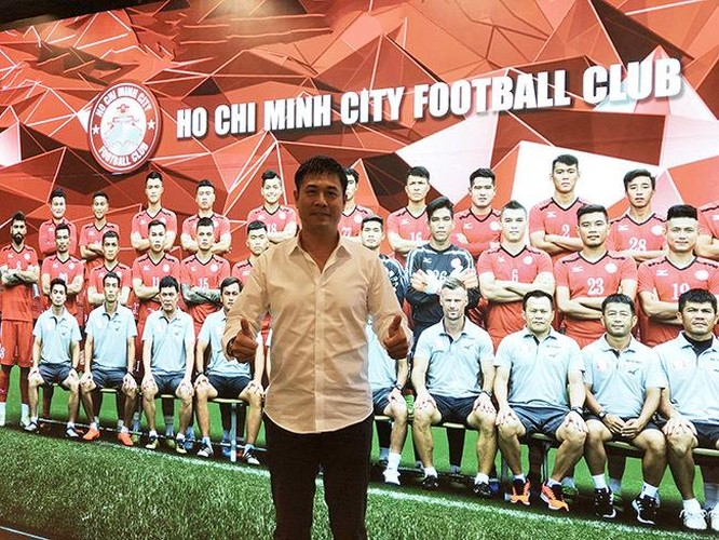 Chủ tịch CLB Nguyễn Hữu Thắng lặng lẽ đứng sau các thắng lợi của TP.HCM (ảnh VietTimes)
