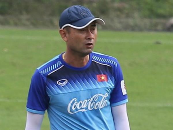 HLV Lee Tae-Hoon vẫn chưa tìm được mảnh ghép ưng ý với Tuấn Anh ở vị trí tiền vệ trung tâm (ảnh CLB)