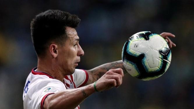 Thể lực dồi dào, cùng tinh thần quyết chiến của các cầu thủ khách đã khiến cho Brazil không tài nào xuyên thủng hàng phòng ngự.(ảnh CNN)