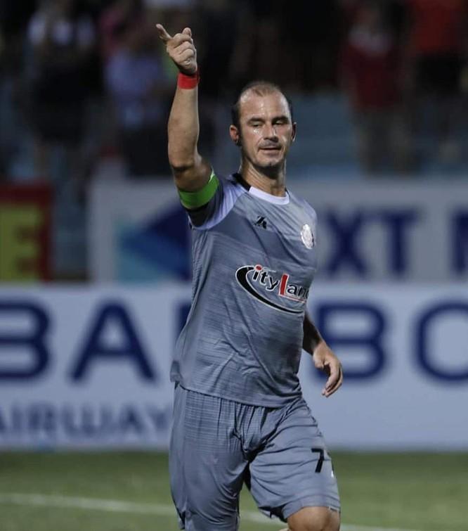 Huỳnh Kesley Alves đã có 2 bàn thắng, giúp TP.HCM có trận hòa 3-3 với chủ nhà Viettel (ảnh VPF)