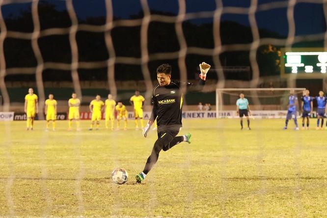 Trong 11 lượt sút penalty, Hồ Tuấn Tài, Hoàng Văn Khánh và Memovic Damir của SLNA thực hiện không thành công. (ảnh CĐV SLNA)