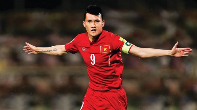 CV9 đã vinh dự được nhận 3 Quả bóng vàng Việt Nam: 2004, 2006 và 2007, Cầu thủ trẻ xuất sắc nhất năm 2004 (ảnh NV cung cấp)