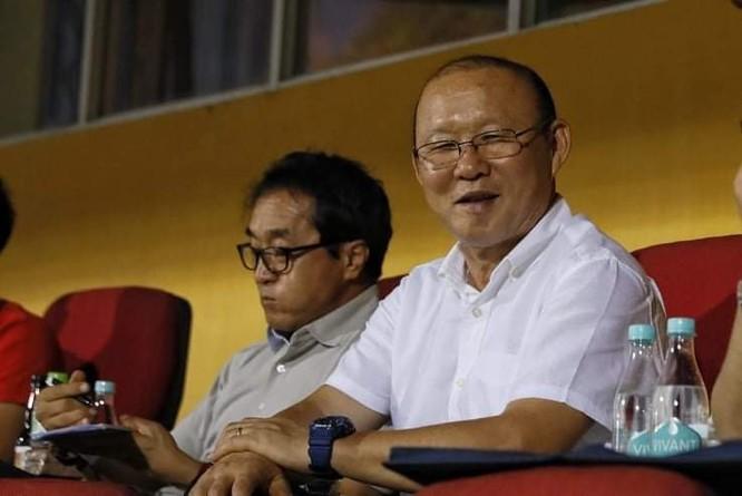Sự có mặt của ông Park khiến trận đấu Viettel- TP.HCM sôi nổi hơn (ảnh Vietnamnet)